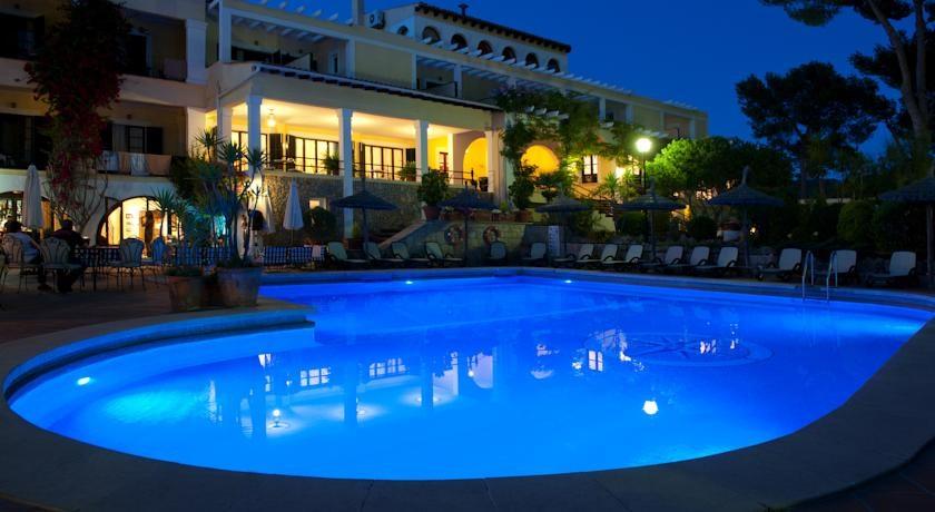 Hotel Bahia swimming pool
